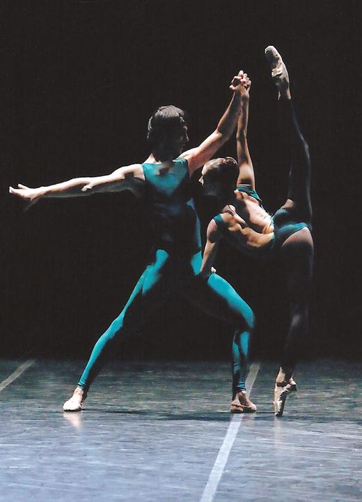 Igor Yebra junto al Ballet de la Ópera de Burdeos.