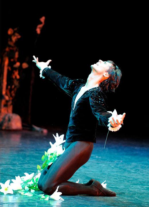 """Igor Yebra, interpretando el papel de Albrecht en """"Giselle"""", uno de sus roles más emblemáticos. Teatro Arriaga, Bilbao, 30 de Abril de 2011. © Enrique Moreno Esquivel."""